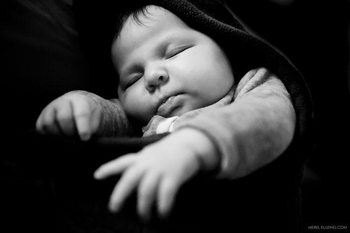 newborn-baby-girl-sleeping