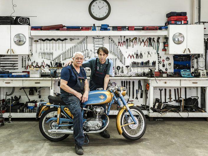 Bosch mechanics in car repair shop in Amsterdam